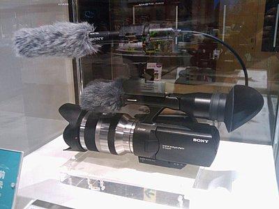 Sony NEX-VG10 AVCHD E-Mount Lens Camcorder-nex-vg10.jpg