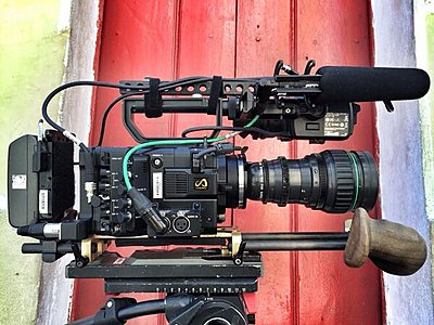 F5 external monitor arm? Bourdain-zamboni-camera-rig.jpg