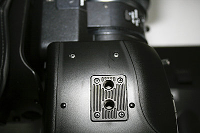 Are EX3s shipping with tripod mounting fitting?-ex3_005.jpg
