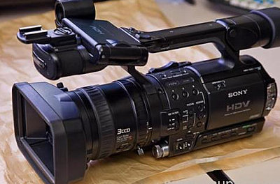 Sony PMW-200 Brings HD 4:2:2 Workflow to XDCAM Camcorder Line-z1.jpg