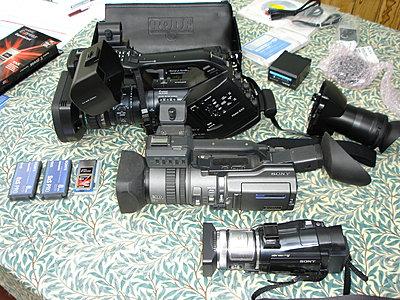 EX3, PD150 & HC1 Size Comparison Pic-pwmex3-size-comparison-001.jpg