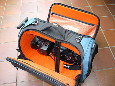 EX3, PD150 & HC1 Size Comparison Pic-pwmex3-petrol-hdv-roller-bag-001.jpg