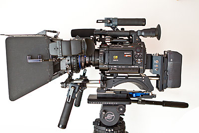 Pics of the F3 on a handheld rig-kinomatik_movietubecr-f3.jpg