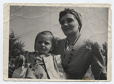 Restoring old B & W photos, is Photoshop the best tool to use?-phylis-adele-1940s-orig.jpg