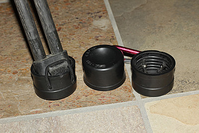 Manfrotto rubber shoes on Sachtler tripod-dwv-feet.jpg