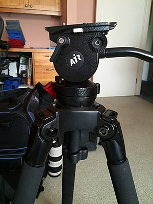 Who owns a Manfrotto 504HD Fluid Head?-06air.jpg