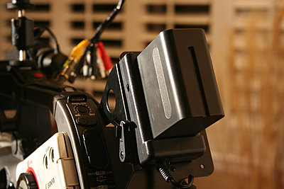 XL2 Field Monitor / Camera mount LCD-battery.jpg