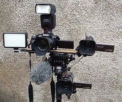 2 camera's one one tripod-image.jpg