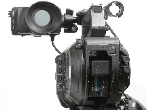 Batteries snap in the back. Note the beveled sides of the body: makes the camera much more comfy on the shoulder.