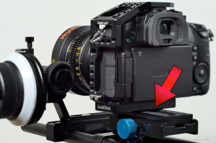 Squishy rubber  pads on the mounting plate let the caged camera rock back and forth.
