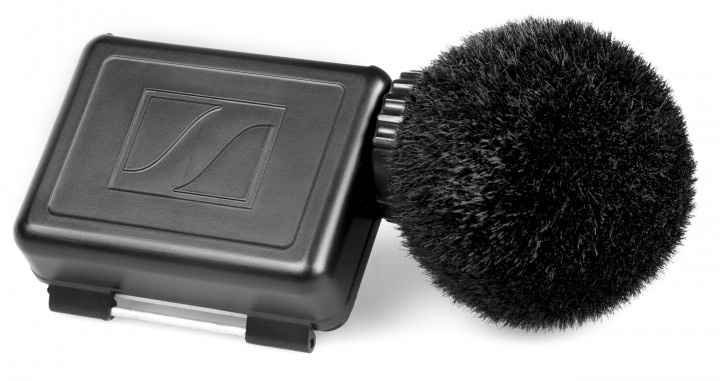 The MKE 2 elements action microphone comes complete with a special windshield and a back cover for the GoPro HERO4 protective case, keeping the camera hermetically sealed.
